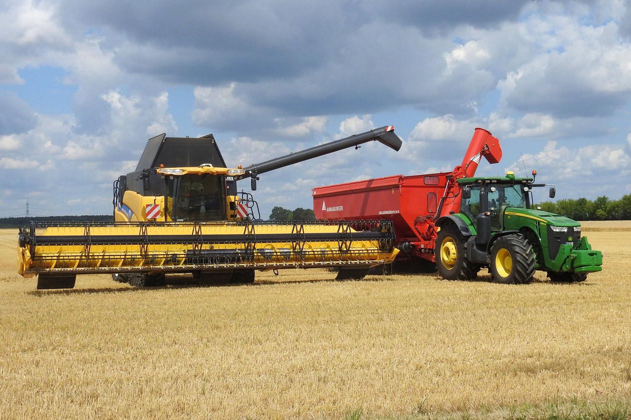 combine-harvester-1497358
