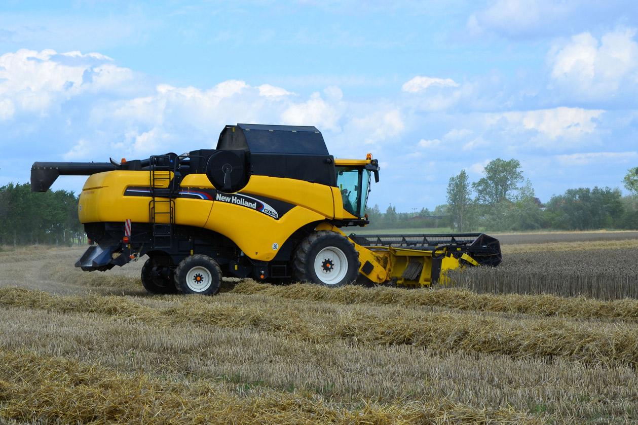 combine-harvester-1611204